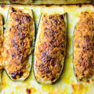 Zucchini in the oven with white sauce