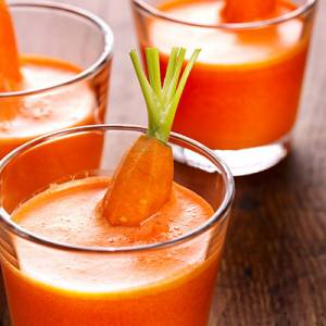Carrot juice, apple and citrus