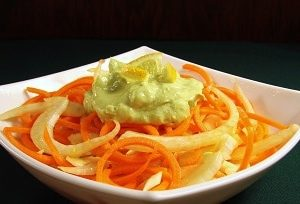 Fennel salad with spicy avocado sauce