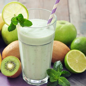 Kiwi, lime, apple and mint juice